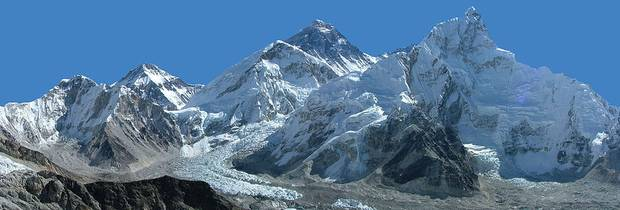 Panoramica_del_Monte_Everest (foto wikipedia)