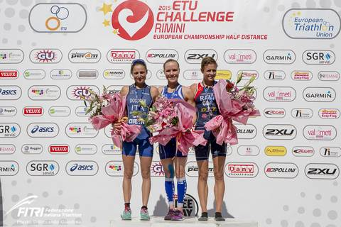 Podio femminile Europei Triathlon 2015 (foto fitri.it)